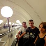 Lukas, Wowa und Anna auf der längsten Rolltreppe der Welt!