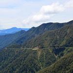 """Die Straße beginnt auf 4.643 Metern Höhe (""""La Cumbre""""). Innerhalb weniger Stunden fährt man auf 1.200 Meter..."""