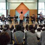 2011年10月11日 幼稚園で演奏会 ご父兄さんも聴きに。