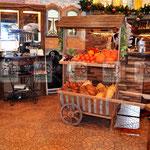 деревянный стеллаж для фруктов и овощей