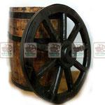 """Деревянное колесо """"от телеги"""" и дубовая бочка"""