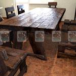 состаренный комплект из деревая для кухни и гостинной