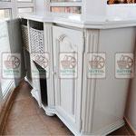Реставрированный комод с белыми плетёными ящиками