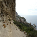 Cheminement sous la falaise des Toits