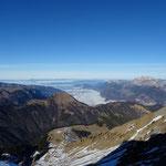 Lac d'Annecy sous la brume