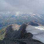 Le cheminement au bord du glacier