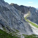 La zone d'herbe au centre, c'est l'itinéraire de montée