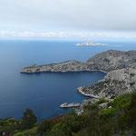 Cap Morgiou et le Torpilleur (l'îlot en forme de sous-marin au 1er plan)