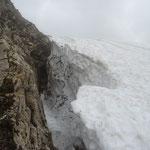Gros bouchon de neige dans le passage sous l'Ambrevetta