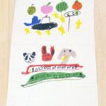 2つの絵を合わせたバスタオル。名前刺繍も入れて、保育園の夏の肌掛けに。