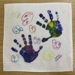 絵具でとった手形がとっても素敵な1枚。色の混ざり具合が絶妙でした!