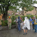 小降りになったが雨予報なので解散するか「正覚寺」に行くか参加者の意見確認
