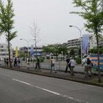 青葉自動車学校横をウォーキングして「藤ヶ丘公園」を目指す