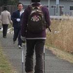 途中 ポールの曲り角度を東京で研究している人に会いました