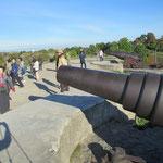 スオメンリンナ要塞の大型大砲、流石に要塞あちこちに大砲が据えてあります