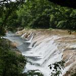 ゴール手前 1kmにある長流川 大滝プチナイアガラ で疲れを癒す