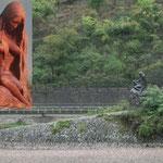 同じく 「ローレライ 像」左側に顔が見えるように張り付けました