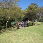 折田不動公園頂上で休息、本日は残念ながら富士山が見えず