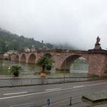 ハイデルベノグ市内を流れる川に架かる見事な橋、時に氾濫するとか・・・