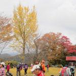 河村城址到着 紅葉を楽しむ