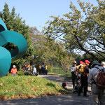 メキシコ移住100周年記念碑横で休憩