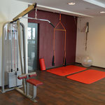 Fitnessraum Reha Center Dess Neumarkt mit Geräten und Matte