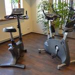Fitnessraum Reha Center Dess Neumarkt mit Fitnessgeräten