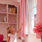 Kinder sicher vor dem Fenstersturz schützen und ihnen gleichzeitig das selbstständige Lüften ermöglichen