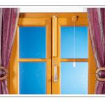 Vertikale Montage bei einem zweiflügeligen Fenster