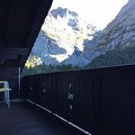 Terrasse mit Blick auf das Wetterhorn und den oberen Gletscher