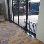 UR住宅オートドアの巻き込み防止柵
