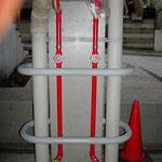 駐車場内の柱ガードパイプ