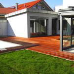 Blick in den Innenhof mit Schwimmbad