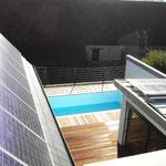 Blick vom Dachgeschoss auf Innenhof mit Schwimmbad
