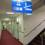 2階客室への階段登り口