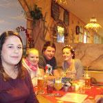 Weihnachtsfeier SMZ AUMA 12.12.2015  :::  hier sind auch noch in der Mitte Julia und Kevin zu sehen