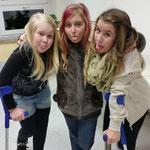Auf Krücken ::: Lisa, Lena und Hanna