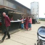 Raasdorf, Sommerfest ::: Rost brennt, Gulasch schmeckt, Daumen hoch