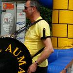 Greiz, Sommerfest ::: Hanjo hat sich heute mal an die Pauke geschwungen, statt ins Bariton zu pusten :-)