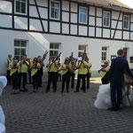 Leubsdorf, Hochzeit ::: Tolle Location und gut gelauntes Publikum, wenn auch die Braut schon sehr geschafft war. ^-^*