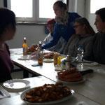 Registerprobe Alt, 08.10.2016 ::: Empfehlung der Küche: Currywurst an selbsgemachter Soße mit Western Potatos und Sour Cream