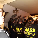 25.11.2017 ::: Pößneck, 40 Geburtstag ::: ihr habt Bass, wir BÄSSER! ;-) Tobi guckt ganz erschrocken