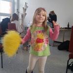 Nachwuchsgesamtprobe 23.01.2016  :::  Lara probiert sich schon mal als Cheerleader