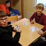 Nachwuchsprobelager in Kretzschau ::: 16. - 18.10.2015 ::: Freizeit im Jungszimmer mit Karten spielen