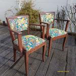 Deux fauteuils BRIDGES complètement refaite par Ambiance Tapissier, tissu tendance.