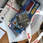 Mein Geburtstagsgeschenk von Alex... vielen herzlichen Dank für die Playstation sowie die diversen Spiele. Auf deinen Wunsch, erwähne ich, dass du ein vorbildliches Zahlschein bist. ;-)