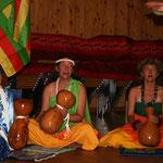 ...begleitet von Trommlerinnen aus der Schweiz und Deutschland...