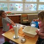 Händewaschen - Übungen des täglichen Lebens nach Montessori