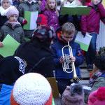 Leon Henning aus der Klasse 4a spielt auf seiner Trompete