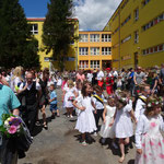 Aufstellung auf dem Schulhof für den Festzug